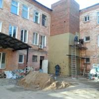 Реконструкція будівлі головного корпусу ЦРКЛ в частині прибудови зовнішнього ліфта для підйому лежачих хворих