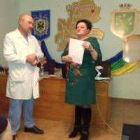 Головний лікар Л. М. Бабікова та Зав. хірургічним відділенням В. І. Руденко