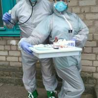 Лікар-інфекціоніст Залипка Т.Я. з черговою медсестрою