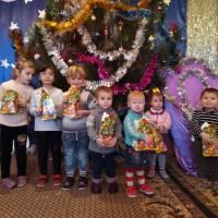 Подаруки для дітей від міського голови