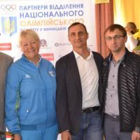 Олімпійці з керівництвом навчального закладу та міста