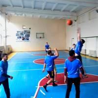 Змагання з баскетболу.