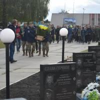 покладання квітів до меморіалу загиблим військовослужбовцям