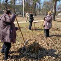 Прибирання території – свято чистоти і порядку в селищі
