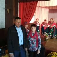 в.о.старости с. Жеведь Сергій Рябус та директор Гончарівської гімназії Ніна Рудник вітають присутніх