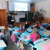 вручення солодощів від СвятогоМиколая дітям навчальних закладів громади