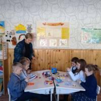Улюблене заняття гуртка «Бісероплетіння» проводить ЛюдмилаТарасенко