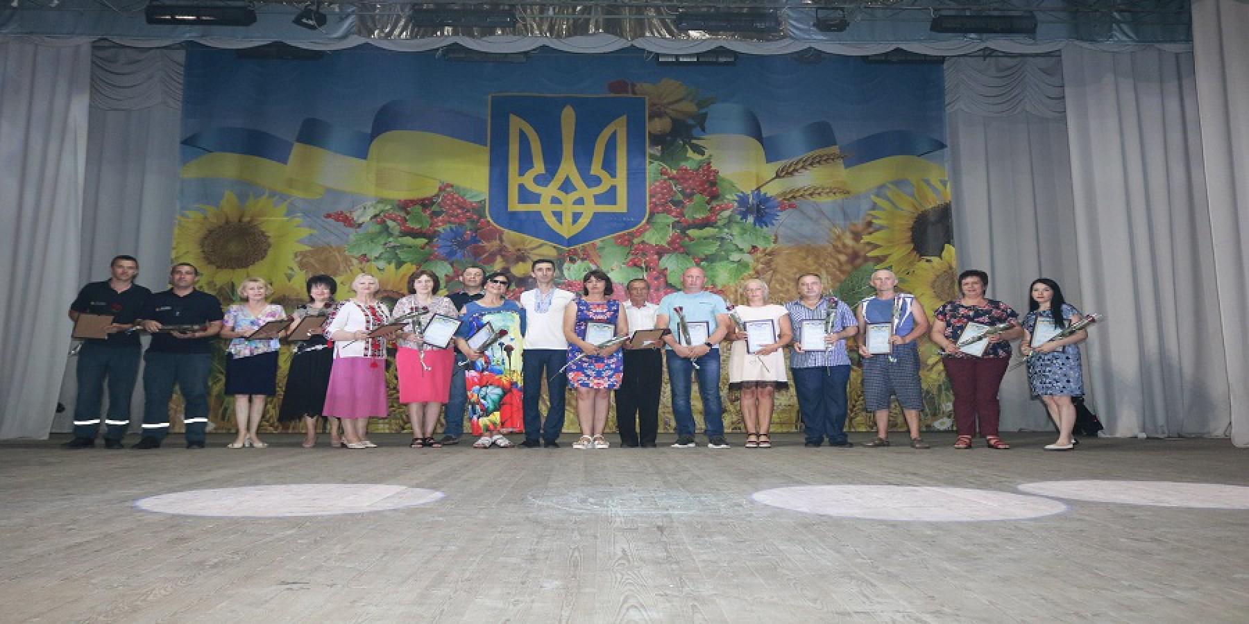 В Мар'їнській громаді відзначили 25-у річницю Конституції України
