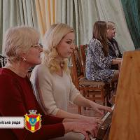 «Токата – Шампанське» - твір для фортепіанного ансамблю у неймовірному виконанні вчителів школи, який звучав на завершення концертної програми та викл