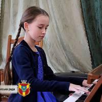 «Арія» - у різноманітному жанровому аспекті, виконала учениця 6 класу Сташевська Софія.