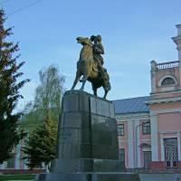 Памятник_Суворову_у_Тульчині_0684