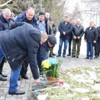 Покладання квітів до до Пам'ятного знаку Чорний тюльпан