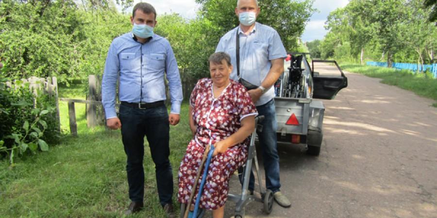 Жителям Коростенського району була надана гуманітарна допомога у вигляді інвалідних візків та ходунків