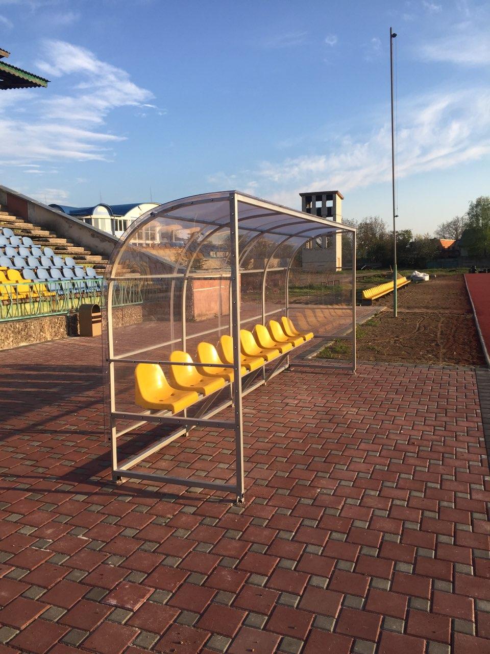 На міському стадіоні продовжується ремонт