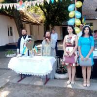 Отець Віталій та отець Георгій благословляють учнів та вчителів на плідну працю у новому навчальному році