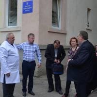 Головний лікар Яринич Ф.М. та начальник ВОЗ Тячівської РДА Фабрицій І.І. провели для гостей екскурсію  лікарнею