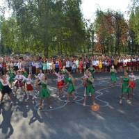 Танець учнів молодших класів