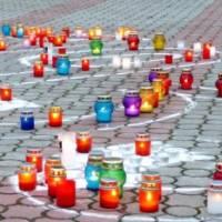 Свічки пам'яті за жертвами голодоморів. Інтернет фото