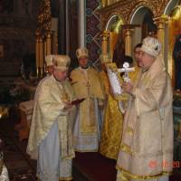 Нагороди жертводавцям і будівничим іконостасу від Митрополита Андрія. фото В.Салітри