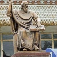 Пам'ятник товмачу.фото В.Салітри