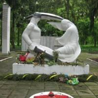 Пам'ятник загиблим воїнам за визволення м.Тулмач. фото В.Салітри
