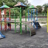 Нове покриття під ігровим комплексом «Дворець» в сквері  «Дитячий» по вулиці Паркова