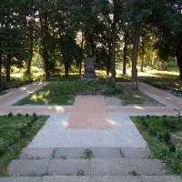 Новий тротуар в сквері «Танкістів» по вул. Б.Хмельницького