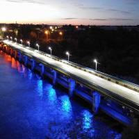 Патріотично освітлений міст. Фото - Костянтин Базан