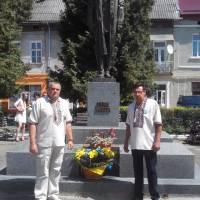 Покладання квітів до пам'ятника С.Бандери