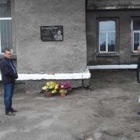 Покладання квітів до меморіальної дошки О.Ільницький