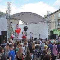 «Ой, маю я три матері та всі три хороші» - під такою назвою 12 травня 2019 року на центральній площі м. Кам'янка-Бузька відбувся святковий концерт приурочений до Дня Матері.