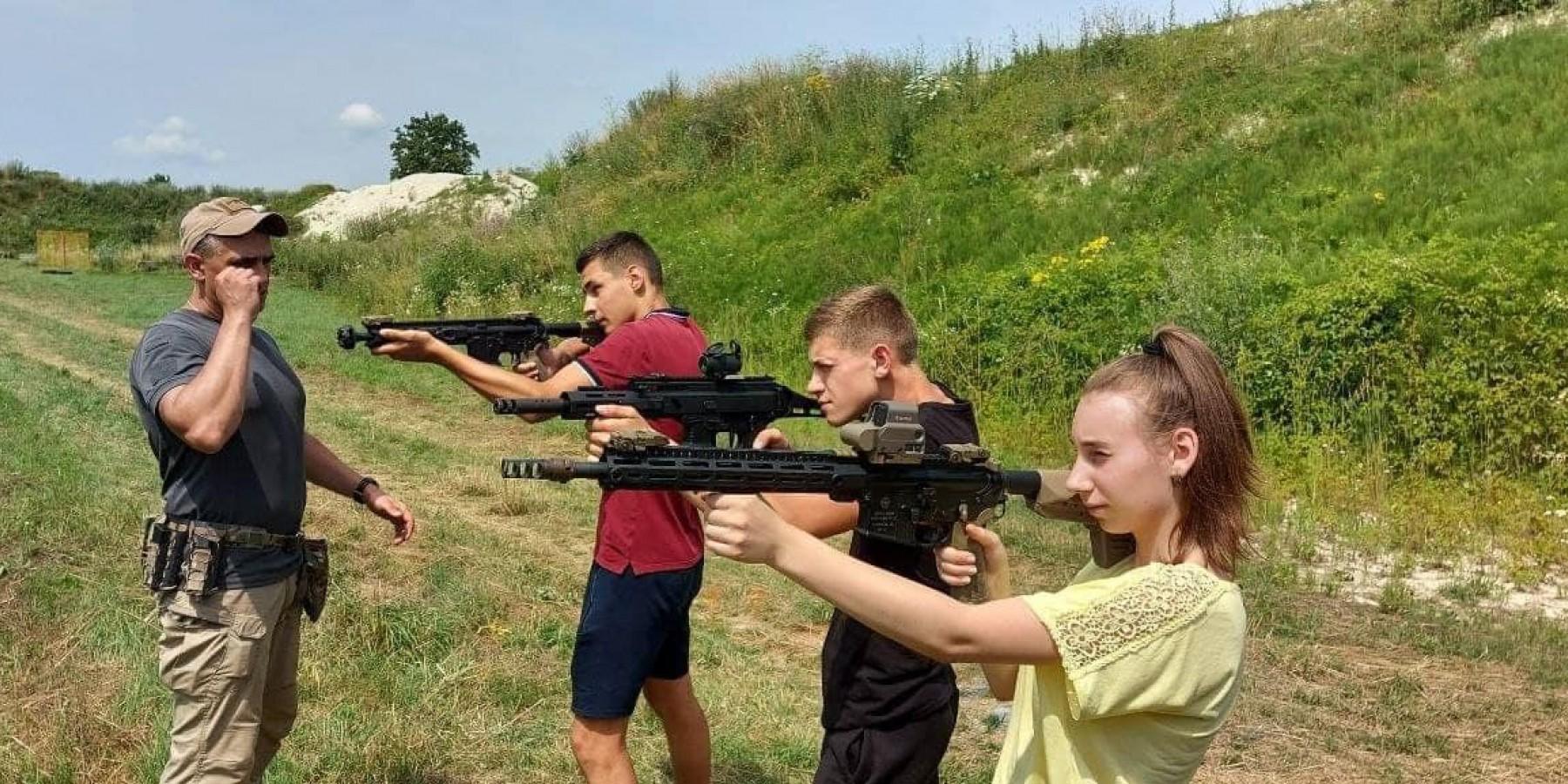 В с.Товмач молодь сусідніх громад змагалась на стрільбищі.