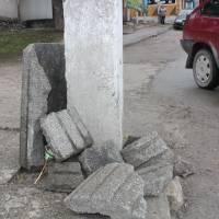 Вандали зламали та викрали смітники