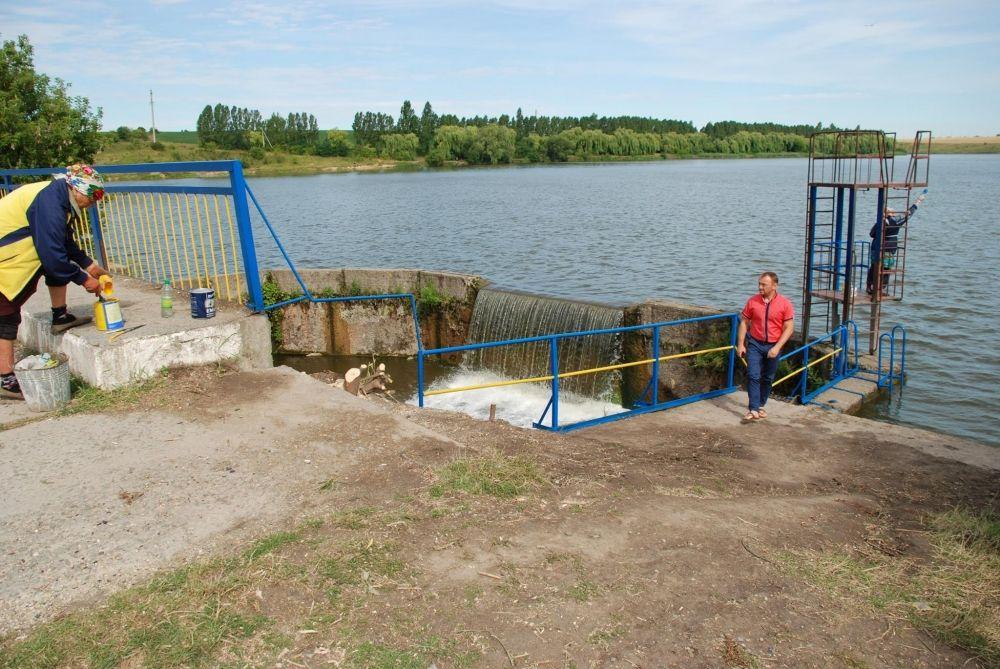 Волочиська тергромада облаштувала водоспад для купання - фото 3