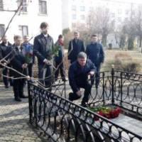 Покладання квітів до могили батька Т.Г.Шевченка
