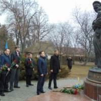 Покладання квітів до пам'ятника Материнству