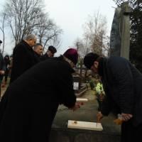 Покладання квітів до пам'ятника