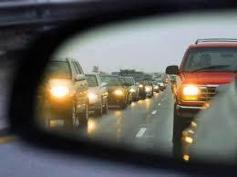 Відсьогодні водії мають умикати ближнє світло фар поза населеними пунктами