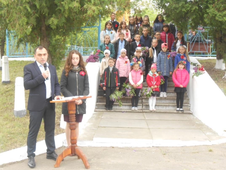 Школярі Уманського району вшанували подвиг визволителів
