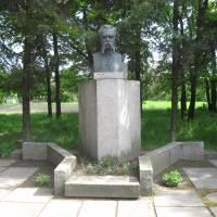 Пам'ятник М.П. Старицькому с. Кліщинці