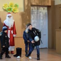 Передноворічна казка у хатинці Діда Мороза