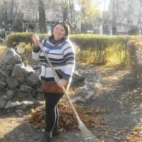 У місті Сокиряни продовжується місячник по очистці та благоустрою прилеглих територій до організацій та підприємств.