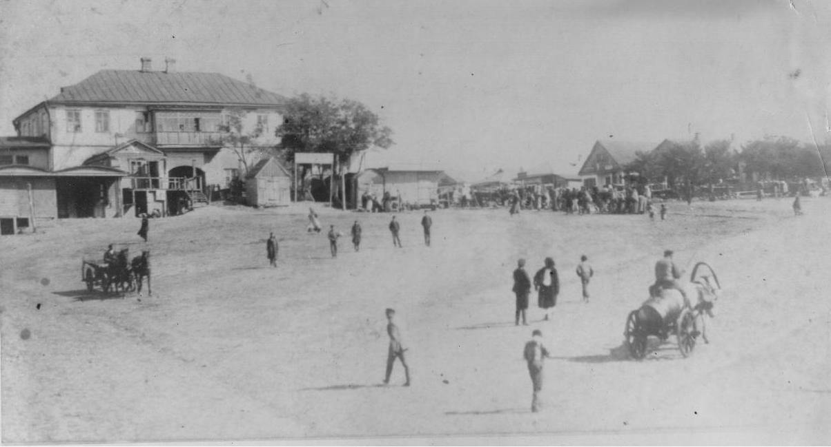 історичне фото базарної площі Тростянця