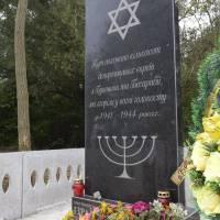Відкриття памятника в с.Бондурівка депортованим євреям з Буковини та Бесарабії 1941-1944рр.