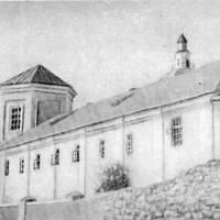 Братський корпус — будинок бурси, де навчались письменники М.М. Коцюбинський і С.В. Руданський