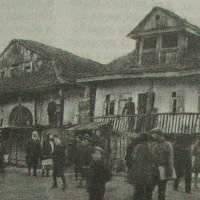 Два заїзди на центральній вулиці. Фото П. Жолтовського, 1930 р.