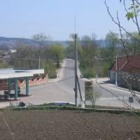 Біля центру села