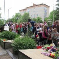 Покладання квітів до пам'ятника загиблих воїнів с.Гущинці
