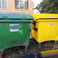 Сміттєві баки для сортування відходів