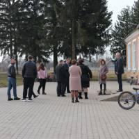 Подвір'я ЗОШ у с. Борохів